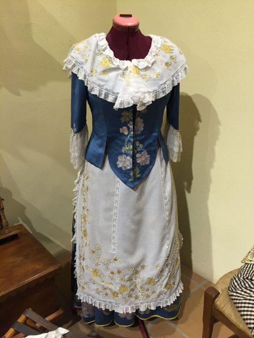 indumentaria tradicional de época